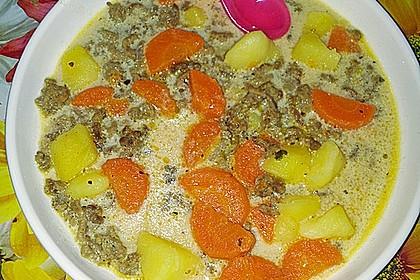Kartoffel-Hackfleisch-Topf mit Schmand und Möhren 4