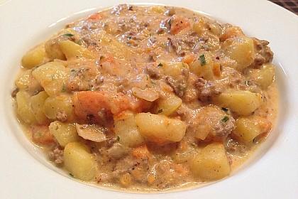 Kartoffel-Hackfleisch-Topf mit Schmand und Möhren 9