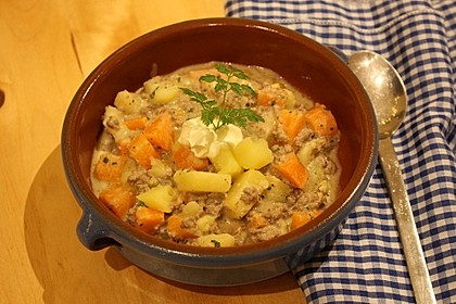 Kartoffel-Hackfleisch-Topf mit Schmand und Möhren 1