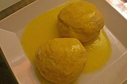 Hefeklöße Anneliese mit Apfelweinsoße 1