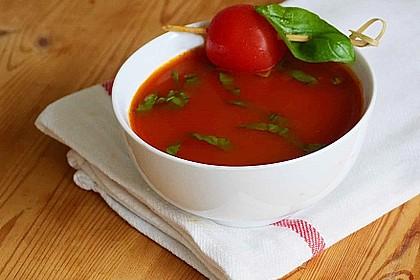 Low carb Tomaten-Basilikum-Suppe