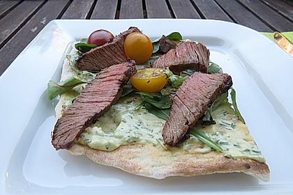 Flammkuchen Barbecue-Art mit Steak und Kirschtomaten 1
