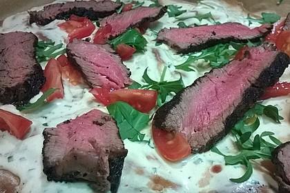 Flammkuchen Barbecue-Art mit Steak und Kirschtomaten 3