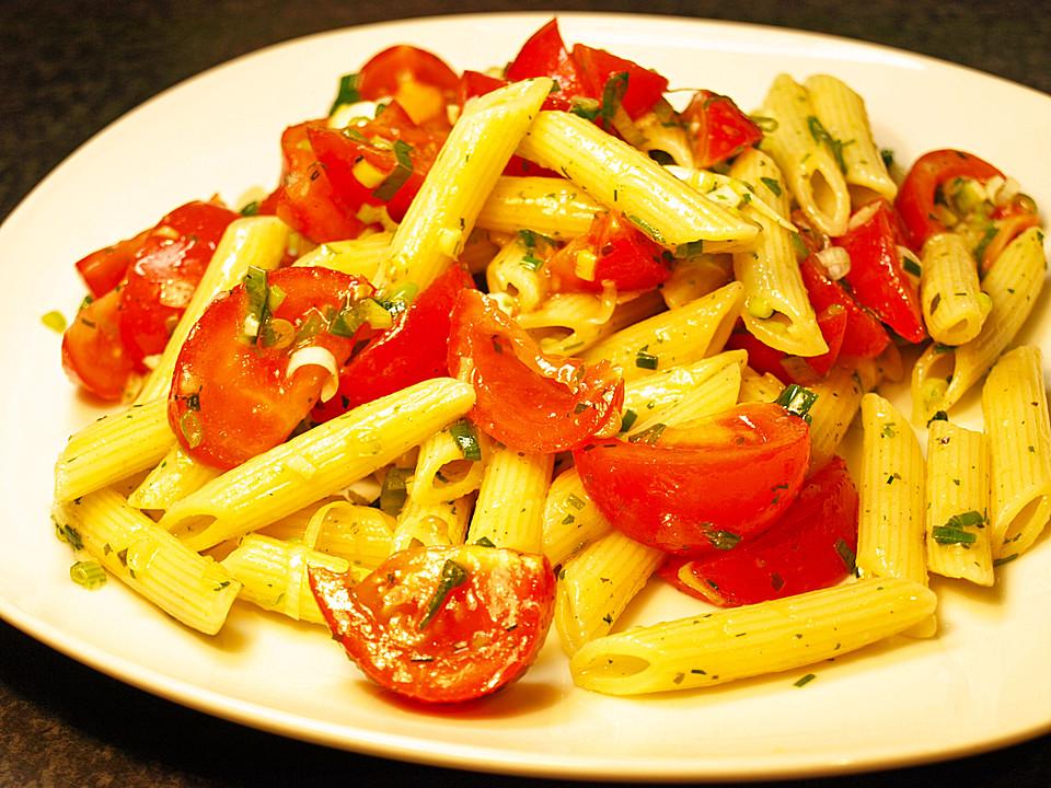 italienischer pasta tomatensalat von nobbis. Black Bedroom Furniture Sets. Home Design Ideas