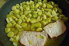 Deftiger Kartoffel-Rosenkohl Eintopf mit Fleischwurst-Einlage (kalorienarm, fettarm)