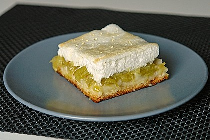Rhabarberkuchen mit Eischnee