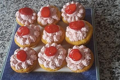 Joghurt Cupcakes mit Erdbeer-Joghurt-Topping 5