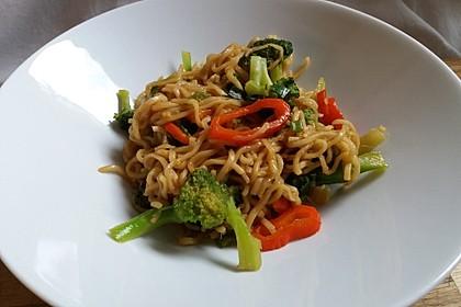 Asiatische Mie-Nudeln mit Gemüse, gebraten 8