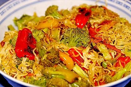 Asiatische Mie-Nudeln mit Gemüse, gebraten 4
