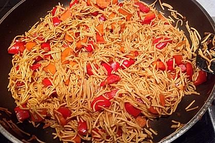Asiatische Mie-Nudeln mit Gemüse, gebraten 12