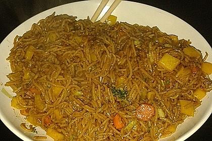 Asiatische Mie-Nudeln mit Gemüse, gebraten 14