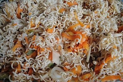 Asiatische Mie-Nudeln mit Gemüse, gebraten 13