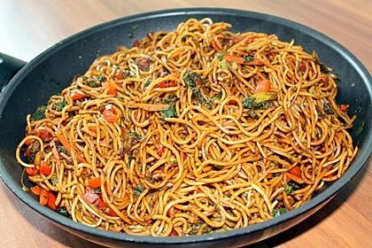 Asiatische Mie-Nudeln mit Gemüse, gebraten 3