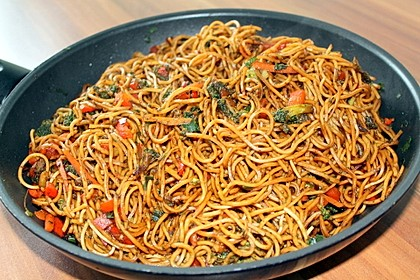Asiatische Mie-Nudeln mit Gemüse, gebraten 2