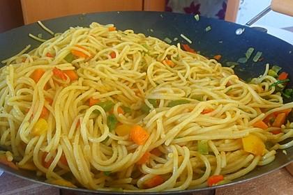 Asiatische Mie-Nudeln mit Gemüse, gebraten 6