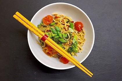 Asiatische Mie-Nudeln mit Gemüse, gebraten 1