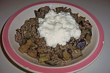 Auberginen-Hackfleisch-Pfanne mit Joghurtdip 2