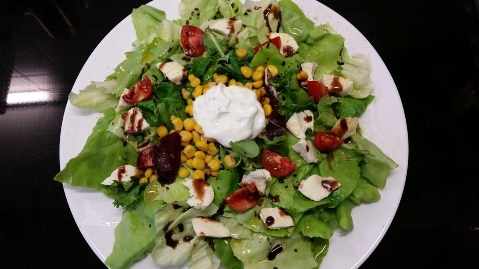gemischter salat mit joghurt dressing von deryaa9178. Black Bedroom Furniture Sets. Home Design Ideas