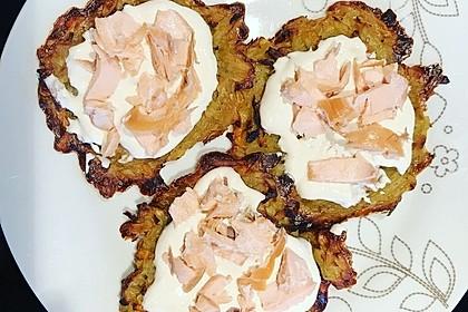 Räucherlachs auf Meerrettich-Schmand und Kartoffelpuffern 16
