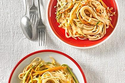Pasta mit Gemüsejulienne und Erdnusssoße 4