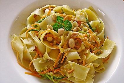 Pasta mit Gemüsejulienne und Erdnusssoße 2