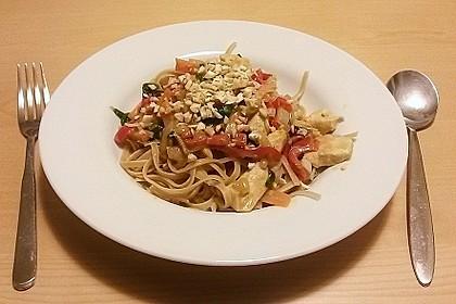 Pasta mit Gemüsejulienne und Erdnusssoße 1