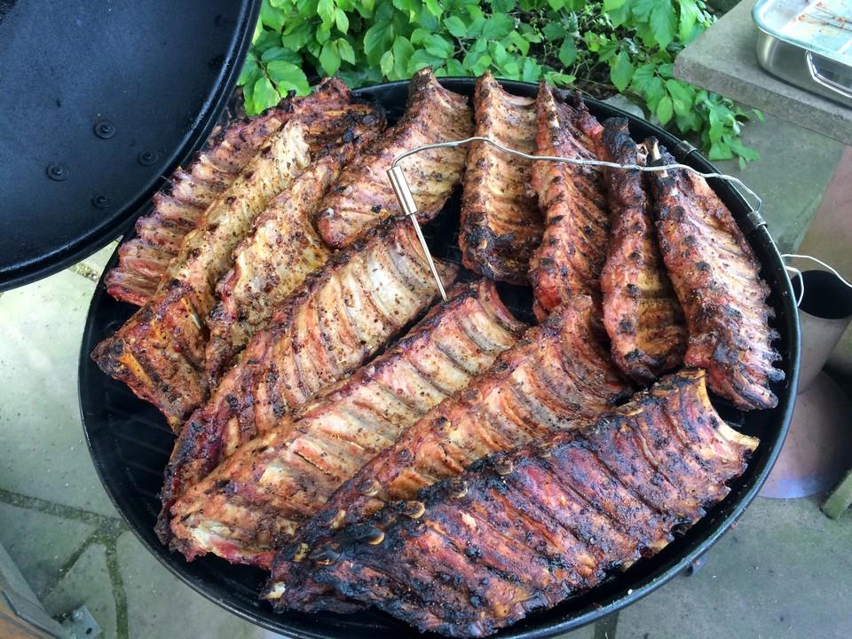 Spareribs Grillen Gasgrill Alufolie : Köstliche bbq spareribs für smoker und backofen mit soße und