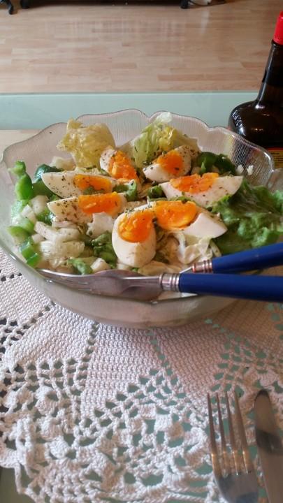 einfacher gemischter salat mit ei rezept mit bild. Black Bedroom Furniture Sets. Home Design Ideas