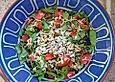 krümeltigers Tomatensalat mit Spinat und Linsensprossen