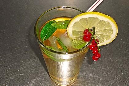 Alkoholfreier Cocktail mit Kräuterlimonade 1