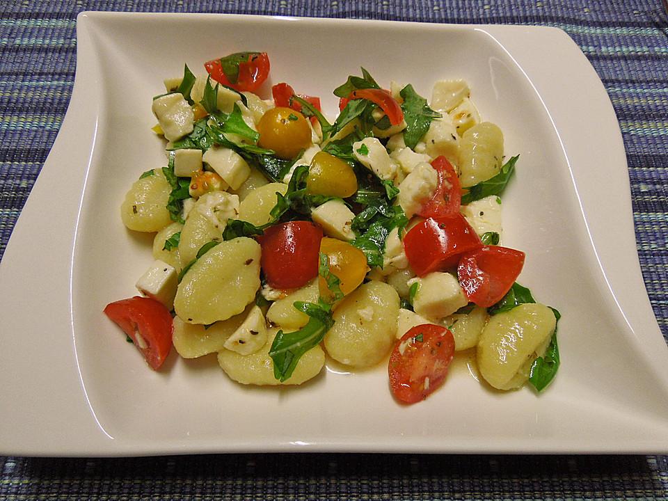 gnocchi salat mit rucola und tomaten von jaydee92. Black Bedroom Furniture Sets. Home Design Ideas