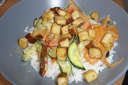 Gemüsepfanne vietnamesischer Art mit Tofu und Curry-Kokos-Sauce 1