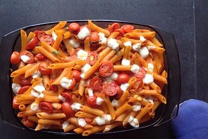 Cremiger Nudelauflauf mit Tomaten und Mozzarella 54