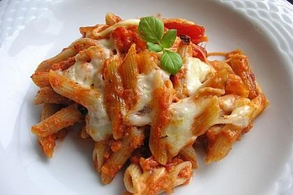 Cremiger Nudelauflauf mit Tomaten und Mozzarella 104