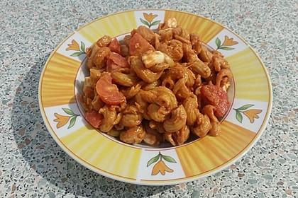 Cremiger Nudelauflauf mit Tomaten und Mozzarella 135