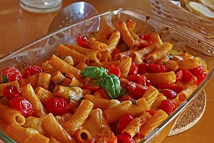 Cremiger Nudelauflauf mit Tomaten und Mozzarella 8