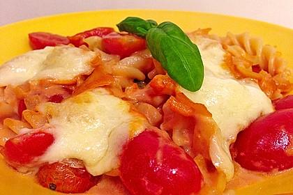 Cremiger Nudelauflauf mit Tomaten und Mozzarella 29