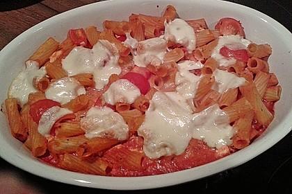 Cremiger Nudelauflauf mit Tomaten und Mozzarella 106