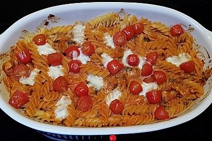 Cremiger Nudelauflauf mit Tomaten und Mozzarella 65
