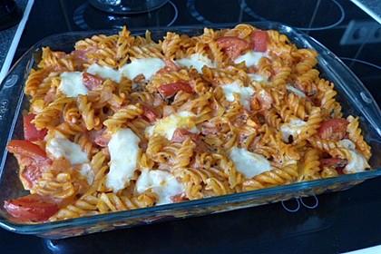 Cremiger Nudelauflauf mit Tomaten und Mozzarella 44