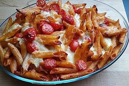 Cremiger Nudelauflauf mit Tomaten und Mozzarella 11