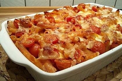Cremiger Nudelauflauf mit Tomaten und Mozzarella 95