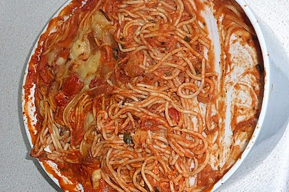Cremiger Nudelauflauf mit Tomaten und Mozzarella 153