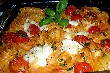 Cremiger Nudelauflauf mit Tomaten und Mozzarella 4