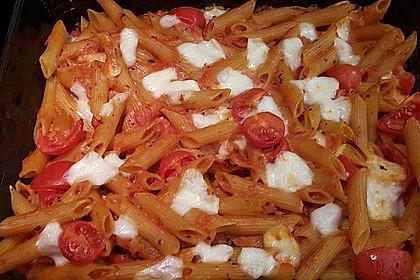 Cremiger Nudelauflauf mit Tomaten und Mozzarella 91