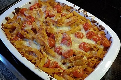 Cremiger Nudelauflauf mit Tomaten und Mozzarella 114