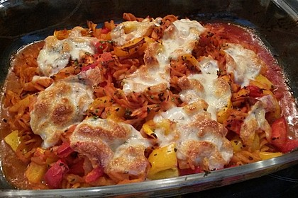 Cremiger Nudelauflauf mit Tomaten und Mozzarella 100