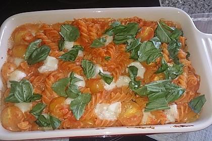 Cremiger Nudelauflauf mit Tomaten und Mozzarella 81
