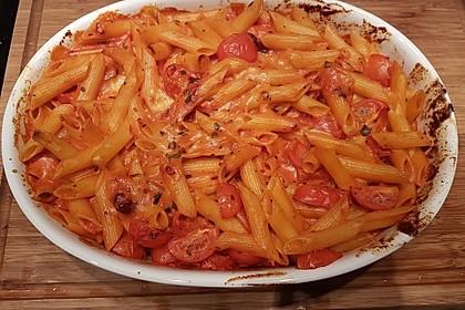 Cremiger Nudelauflauf mit Tomaten und Mozzarella 111