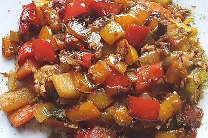 Gemüsepfanne mit Kartoffeln, Karotten, Lauch und Paprika 1